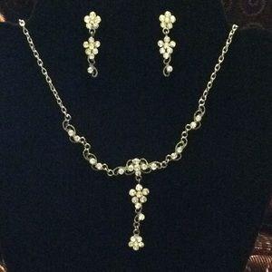 NWOT Rhinestone necklace/earring set